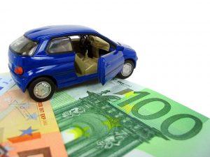 oldoni broker_foto di modellino auto su banconote
